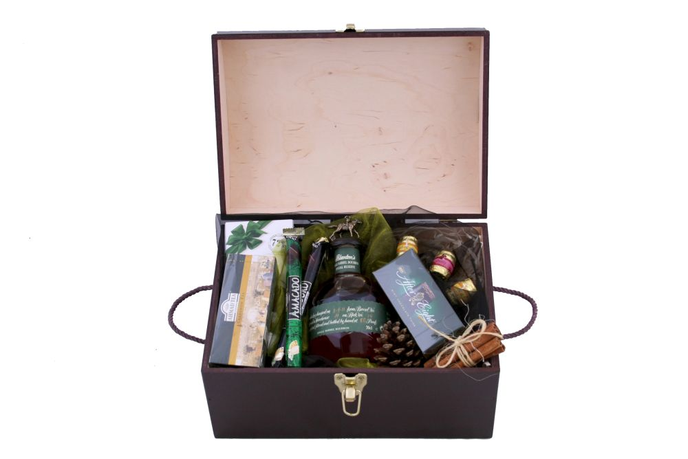 Zestaw świąteczny nr 14 Średni kufer z Bourbonem