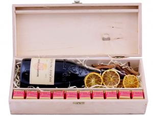 Skrzynka z czerwonym winem
